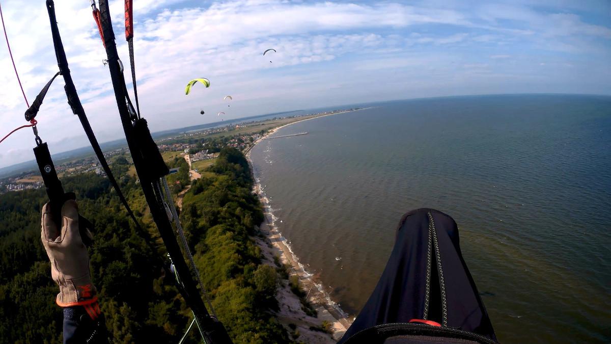 Lot paralotnią nad morzem Mechelinki